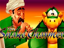Онлайн игровой автомат Укротитель Змей